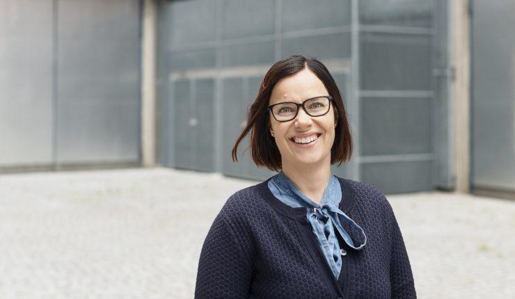 Lena Lainio Vaasan Sähkön Nette-asiakaslehdessä. Kuva: Mikko Lehtimäki