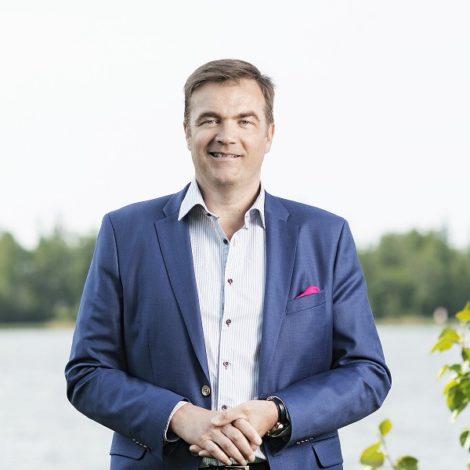 Stefan Damlin kuvattiin Vaasan Sähkön Nette-lehteä varten kesällä 2019. Kuva: Mikko Lehtimäki